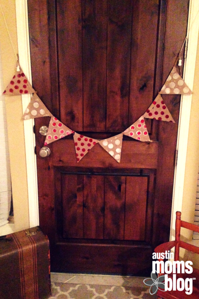 austin-moms-blog-diy-holiday-bunting