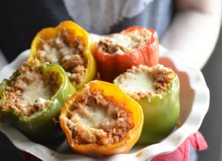 Honeysuckle White Hatch Chili Stuffed Peppers | Austin Moms Blog | Erin Ruoff | Ground Turkey Recipes