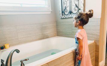 storing water in bathtubs