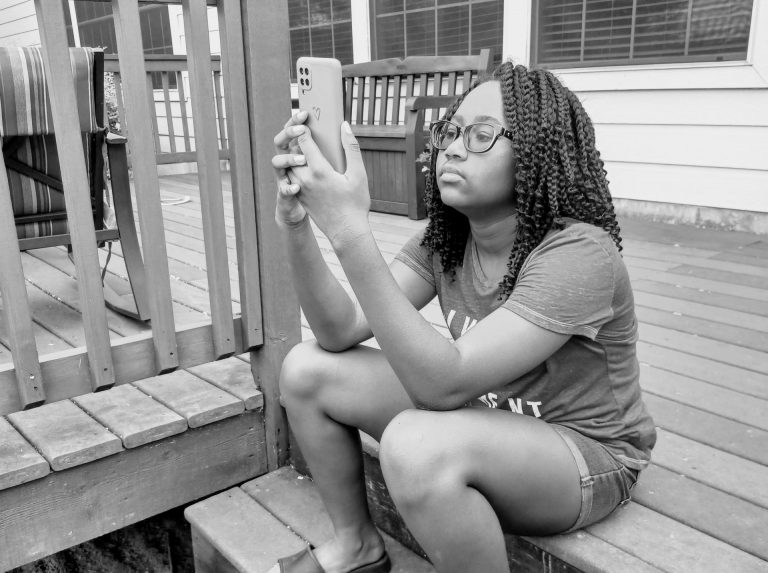 Should Your Middle Schooler Have A Cell Phone?